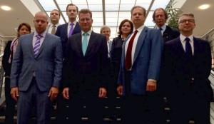 Von links: Andrea Hahn, Marcus Tandecki (Vorsitzender LFA ASEE), Uwe Voigt, Tobias Lücke, Dr. Ralf Brauksiepe (Parlamentarischer Staatssekretär bei der Bundesministerin der Verteidigung), Barbara Fischer, Jutta Höflich, Dr. Detlef Skupin, Markus Rudolph, Marco Schrader (stellv. Vorsitzender LFA ASEE)
